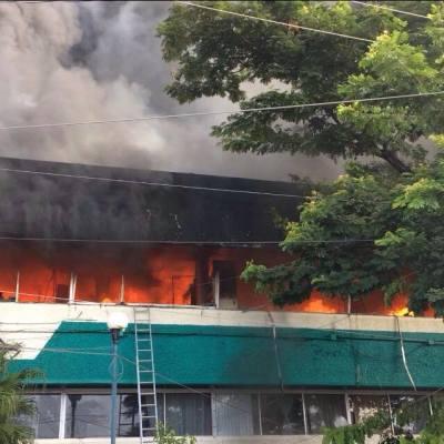 Normalistas vandalizan oficinas de Educación en Tuxtla Gutiérrez, Chiapas
