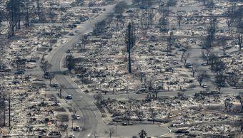 Gobernador California ordena reconstruir zonas devastadas incendios