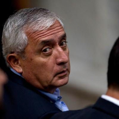 Envían a juicio por corrupción al expresidente de Guatemala