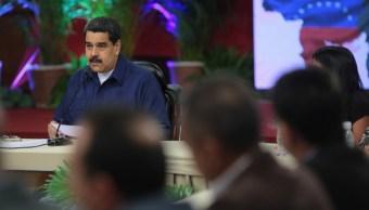 Maduro celebra que gobernadores opositores juramenten Constituyente