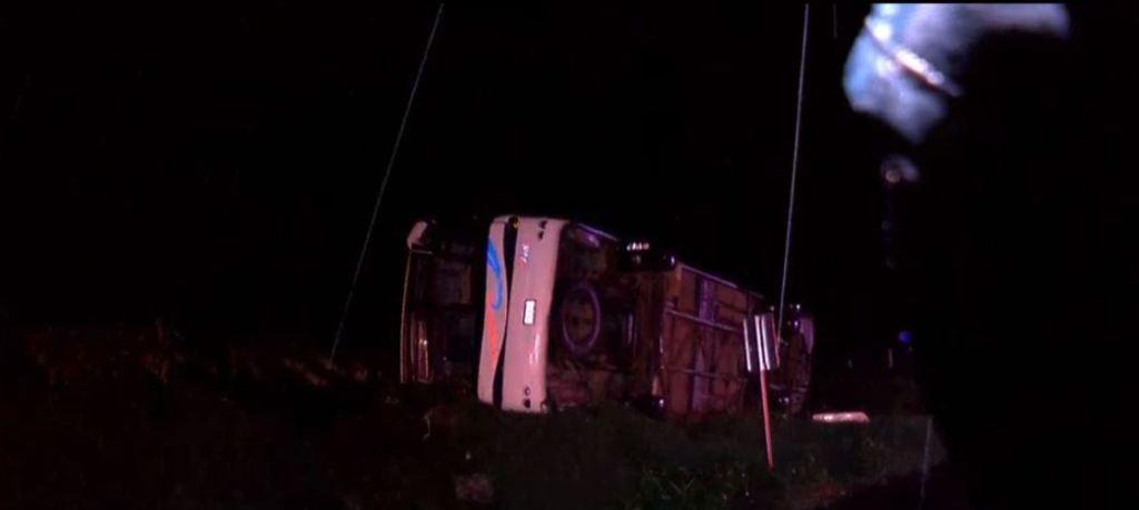 Mueren 15 peregrinos tras volcar su autobús