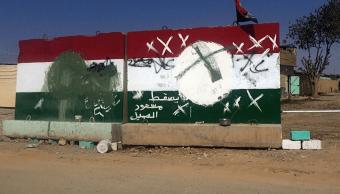 Muro con banderas kurdas profanadas