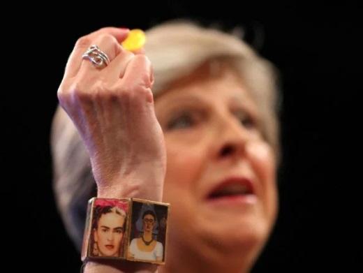 La desastrosa tos de Theresa May durante un discurso en la Conferencia del Partido Conservador (Reuters)