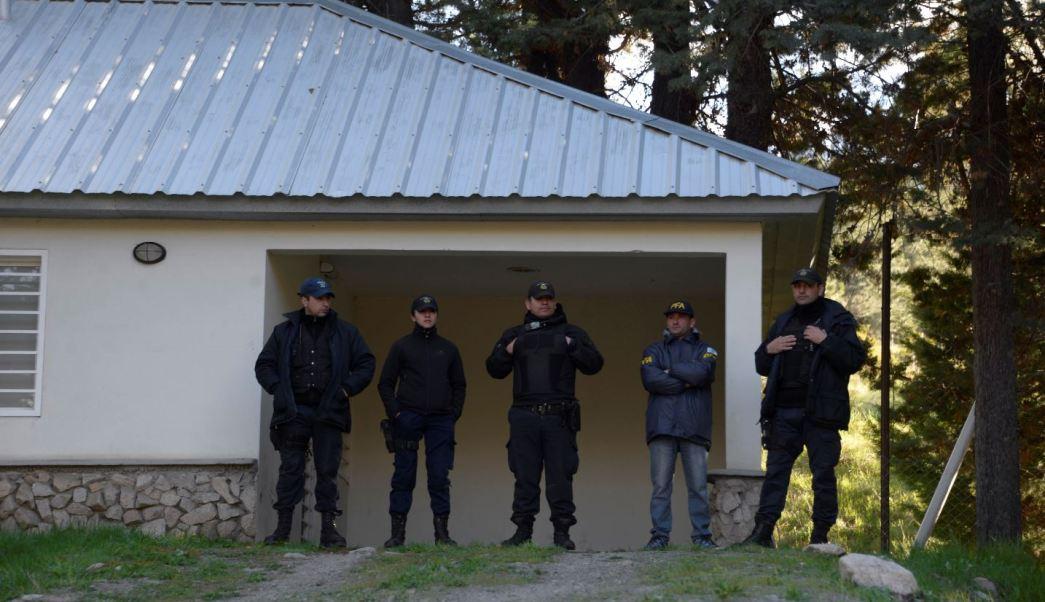policias en la morgue de argentina