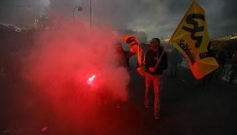 Huelga de trabajadores afecta hospitales y servicios públicos en Francia
