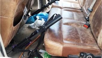 aseguran arsenal en una camioneta en una carretera de chihuahua