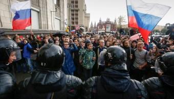Policía rusa detiene a decenas de opositores en jornada de protestas
