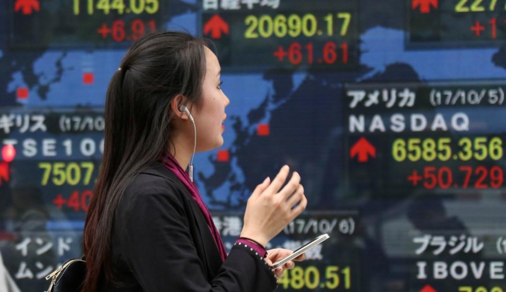 Bolsa de Tokio supera los 21,000 puntos; impulsan ganancias corporativas