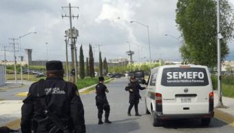 Unidad de Semefo afuera del penal de Cadereyta