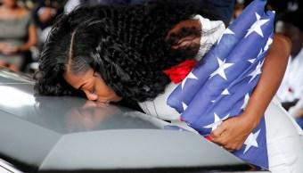 Viuda de soldado dice Trump no recordó el nombre de su esposo