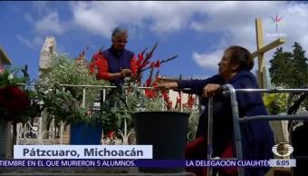 Habitantes de Pátzcuaro, Michoacán, recuerdan a sus muertos