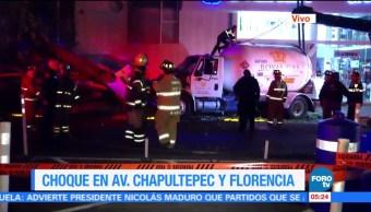 Pipa choca contra vehículo y árbol en Chapultepec y Florencia