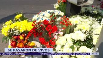 Comerciantes de flores elevan precios en Día de Muertos