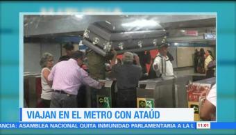 Viajan en el Metro CDMX con ataúd
