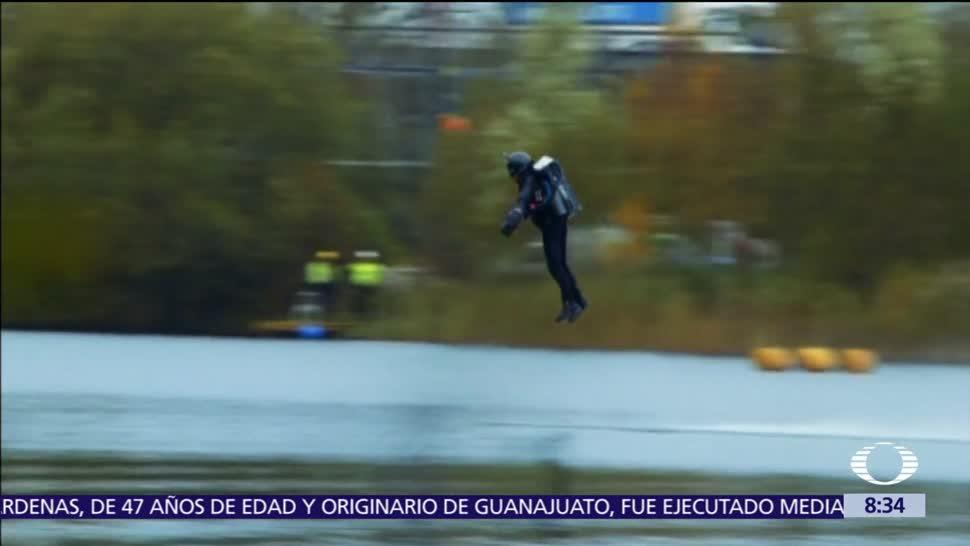 Británico rompe récord de vuelo sobre lago