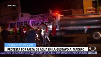 Vecinos bloquean la Av. Cien Metros por falta de agua