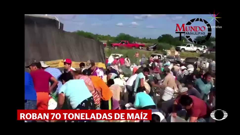 Rapiña de maíz en Tamaulipas tras volcadura de tráiler