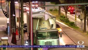 Tráiler choca contra estación del Metrobús en la CDMX