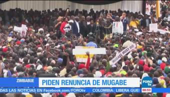 Piden renuncia del presidente Mugabe en Zimbabue