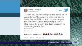 Trump insulta a padre de jugador de basquetbol a través de Twitter