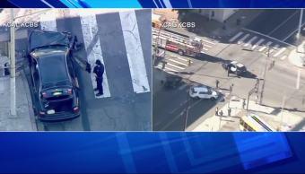 Policías persiguen a delincuentes en Los Angeles, California