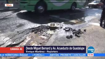 Fuga de agua afecta tránsito vehicular en Miguel Bernard y Acueducto de Guadalupe