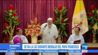 Se va la luz al papa durante mensaje