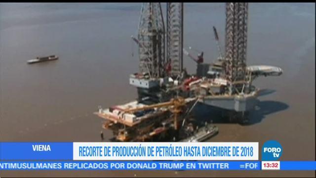 Productores de petróleo acuerdan extender recorte