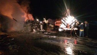 choque de trailer y autobus deja cuatro muertos