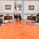 Al Sisi, al centro, se reúne con colaboradores tras atentado