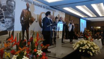 Ana Francisca Vega recibe el premio 'José Pagés' otorgado a Despierta