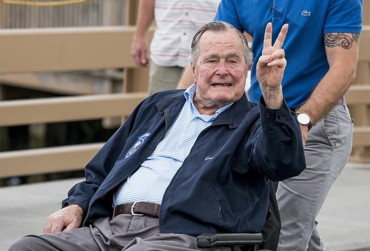 """George H. W. Bush llama """"fanfarrón"""" a Trump"""