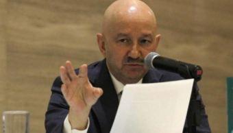 Carlos Salinas defiende el TLCAN durante la presentación de su libro