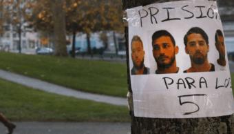 Carteles con las caras de los acusados
