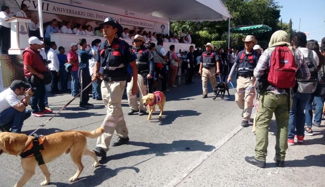 Participan 5 mil personas en desfile de la Revolución en Acapulco