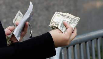El peso mexicano inicia la jornada con pérdidas frente al dólar