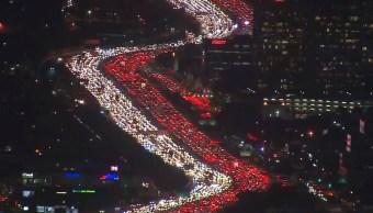 Thanksgiving provoca severo embotellamiento ciudad Los Ángeles