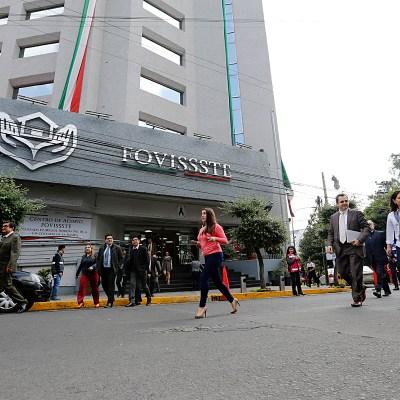 AMLO anuncia reestructuración de créditos del Fovissste