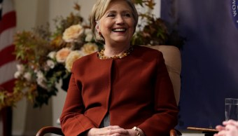 Sessions iría contra Hillary Clinton por venderle uranio a Rusia