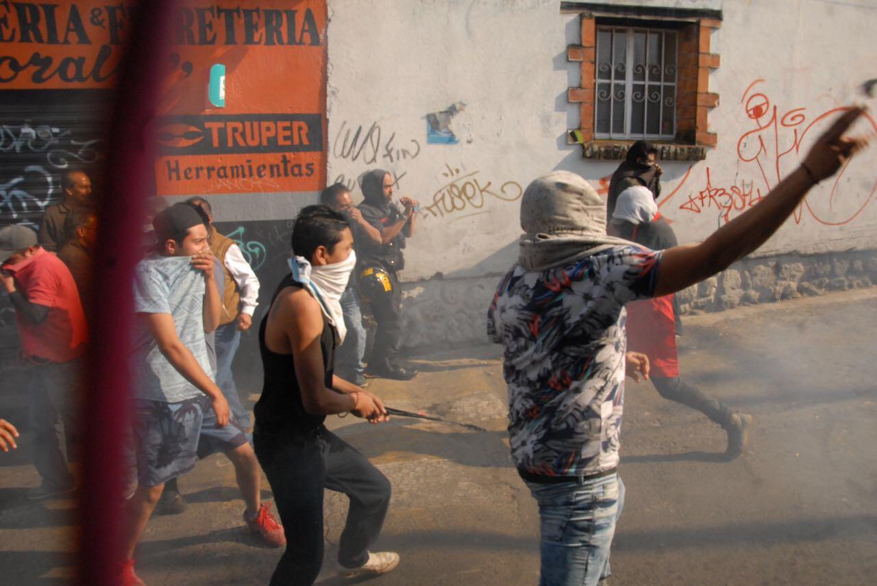 Pobladores de Cuajimalpa intentan linchar a dos presuntos ladrones