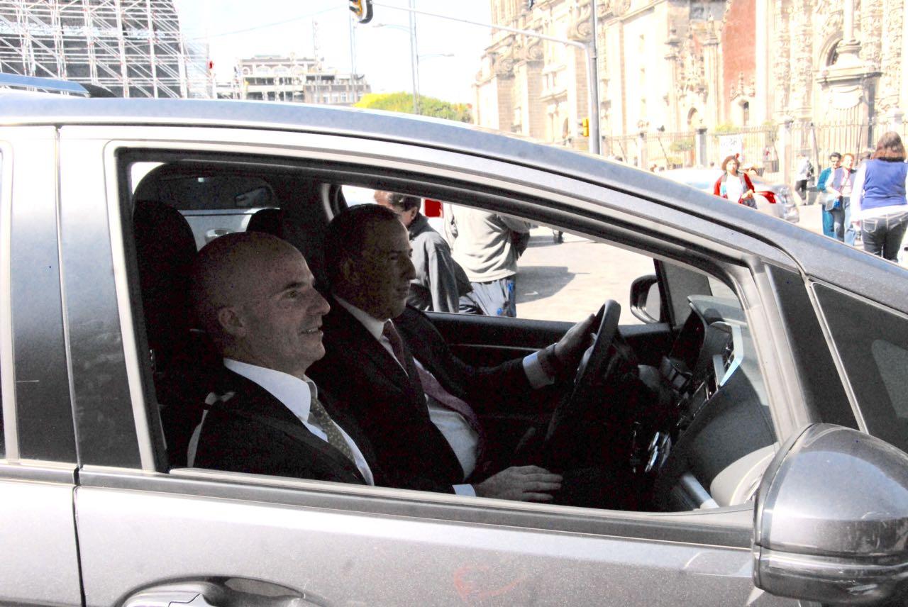 Meade y González Anaya llegan a Palacio Nacional para ceremonia entrega recepción de SHCP