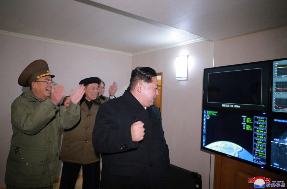 Pyongyang publica imágenes misil Hwasong 15 capaz alcanzar Estados Unidos