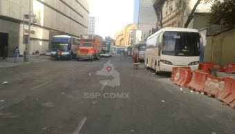 Manifestantes mantienen bloqueo en avenida Bucareli