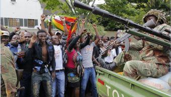 Soldados de Zimbabue impiden a manifestantes llegar al palacio presidencial de Mugabe