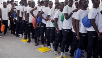 Miles de migrantes africanos llegan a las costas libias en su intento de alcanzar Europa