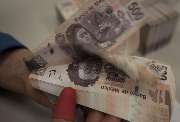 Moneda mexicana opera con leve ganancia