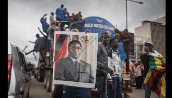 Mugabe presentó su renuncia tras días de tensión política