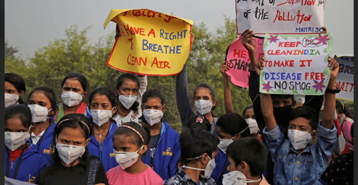 Niños indios protestan contra la contaminación en India