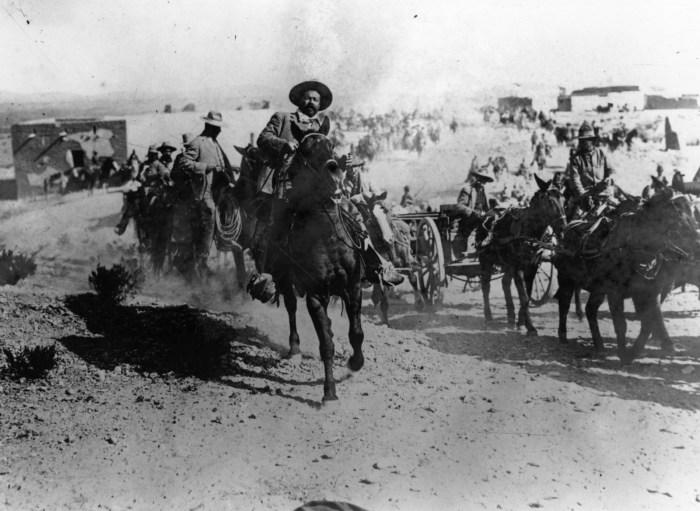 Pancho Villa cabalgando