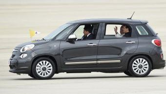 Subastan Fiat usado por el papa Francisco en Filadelfia